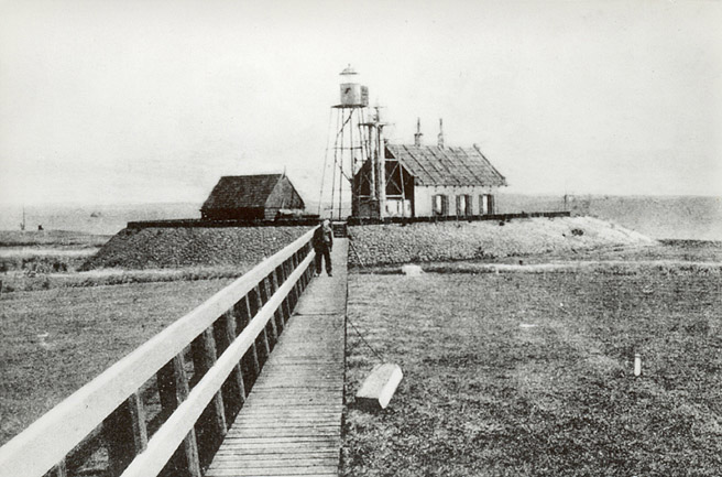 In such storms, the family of Pieter Verschoor, lighthouse keeper at the southern tip of Schokland, had to go to the platform at the top of the lighthouse at night.
