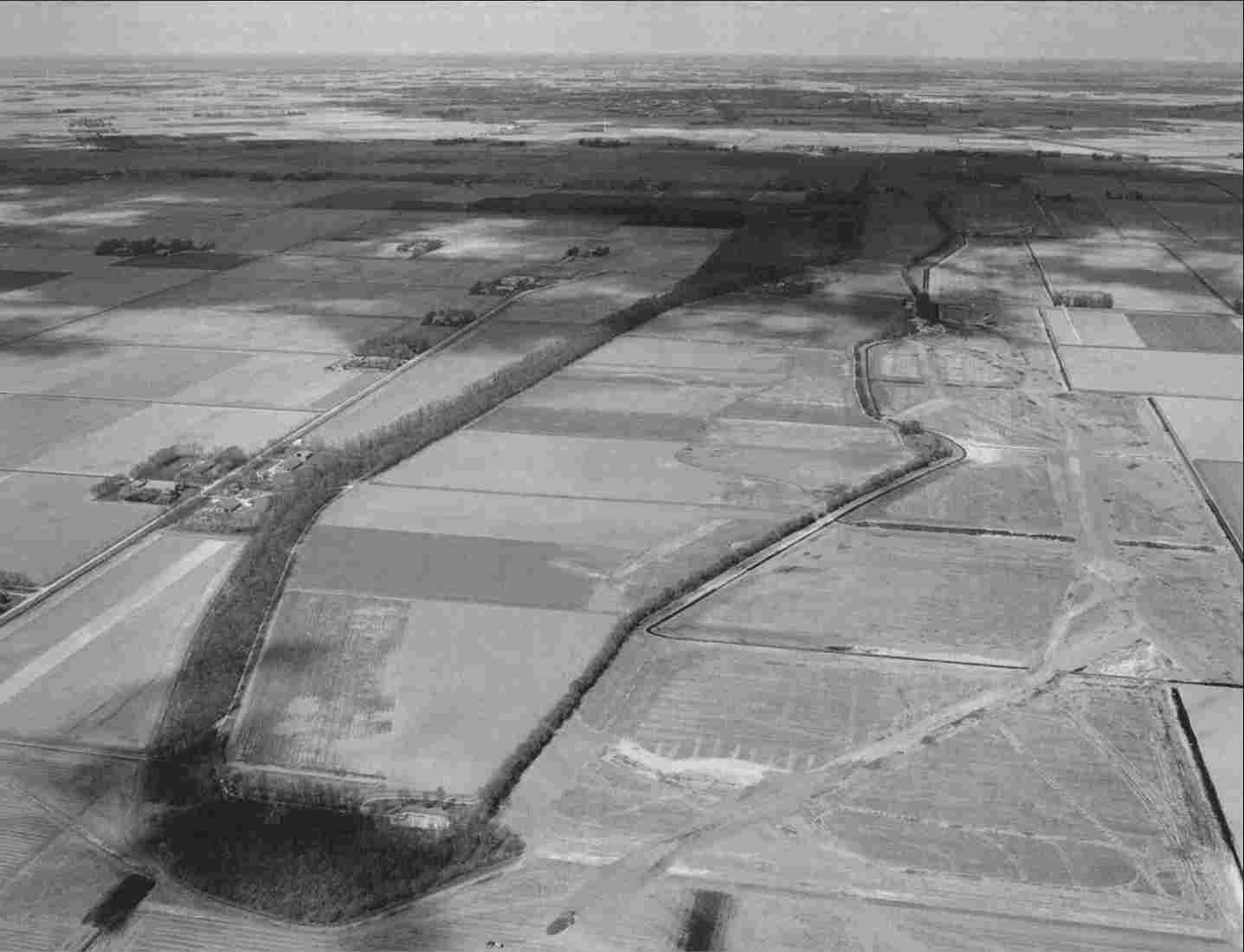 In 1944 it was decided to make Schokland recognizable as a former island with the help of a tree line.