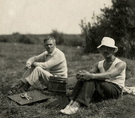 Marinus Jan Granpré Molière (left) and his comrade Pieter Verhagen at the Bergumermeer lake, August 28, 1925.