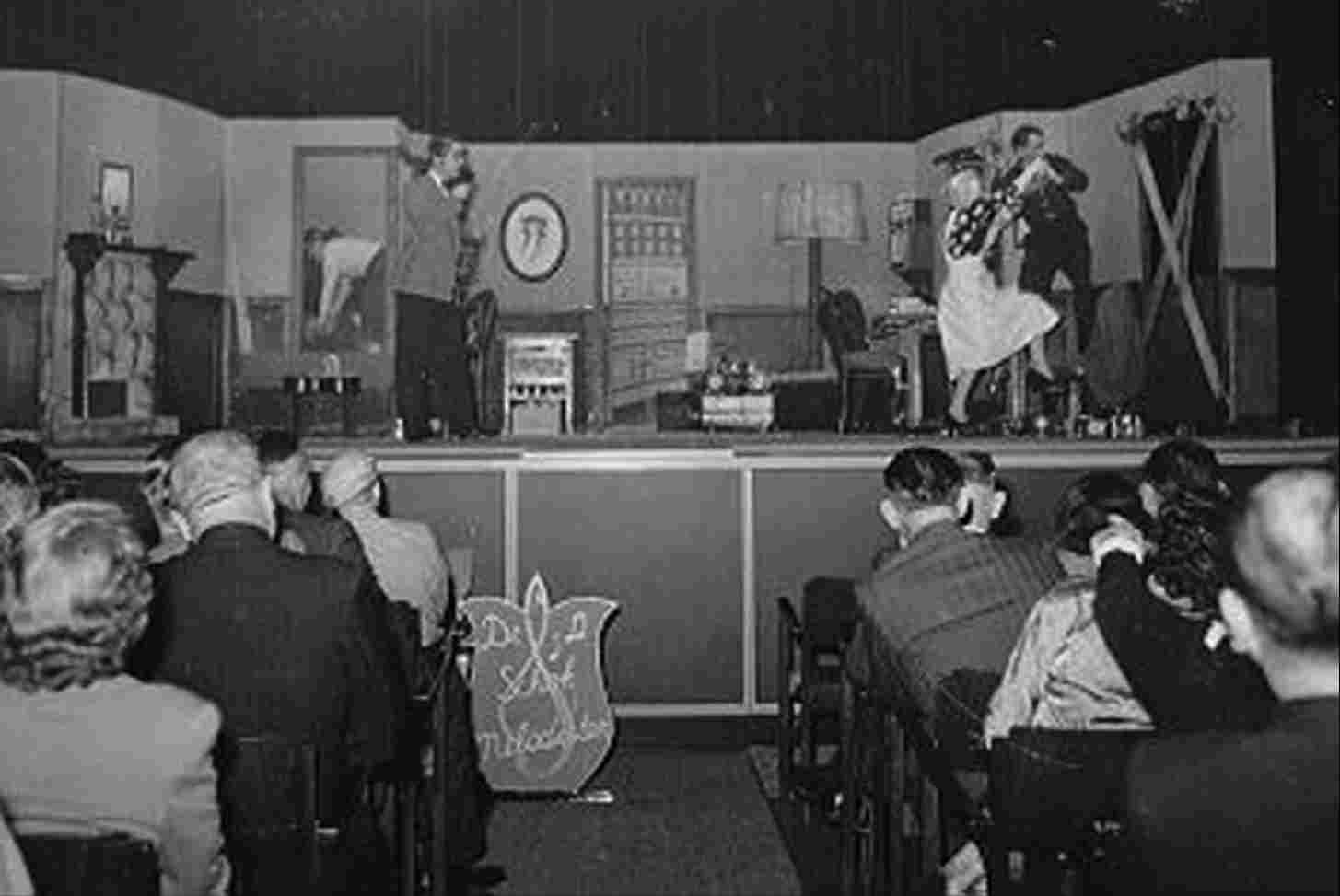Drama performance in Hotel-Café-Restaurant 't Voorhuys, 1954.