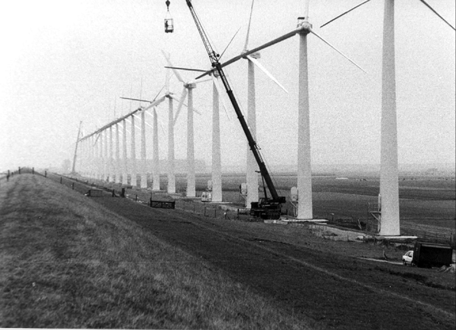Expansion windmill park at the Westermeerdijk near Espel, 1991.