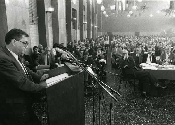 On 15 February 1985, the Dutch Parliament schedueld a hearing about the establishment of the Flevoland province. The hearing was held at ' Voorhuys in Emmeloord. The mayor of Lelystad J.P.A. (Hans) Gruijters spoke on behalf of the six municipalities.