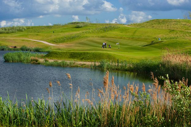 The 9-holes golf course, built on a former landfill, is the highest 'left'-course beneath sea level. Golf club Emmeloord received the Noordoostpolder promotional award 2010.