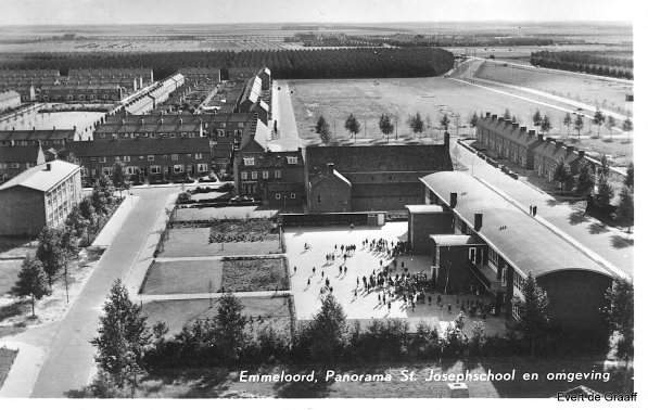 Emmeloord, Panorama St. Joseph School and surroundings: In the background on the left is the Catholic ULO School and on the right the St. Joseph School.